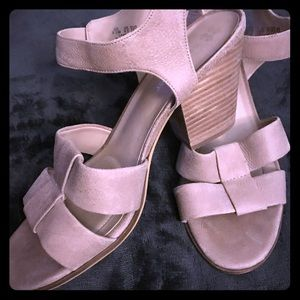 Naturalizer tan leather chunky heels
